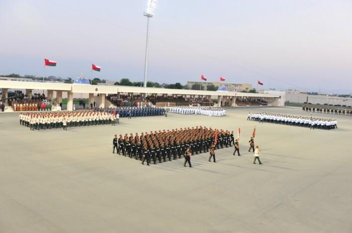 جلالة السلطان يشمل برعايته السامية العرض العسكري بمناسبة العيد الوطني الـ43 المجيد