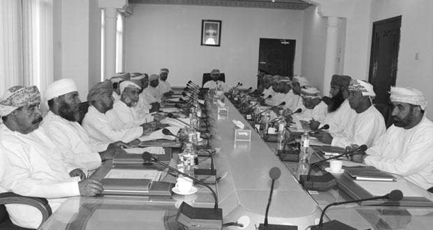 مجلس بلدي الظاهرة يناقش نقل الأنشطة الصناعية إلى المناطق الصناعية الجديدة بالمحافظة