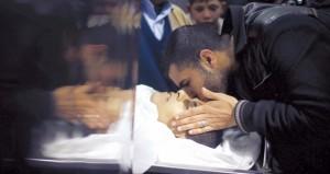 شهيد بغزة والاحتلال يقمع بالضفة