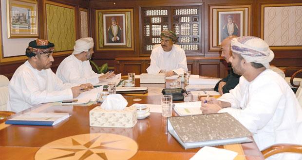 اللجنة الرئيسية لمسابقة السلطان قابوس للإجادة الحرفية تناقش استلام الطلبات وآليات الفرز والتقييم والتأهيل والاستعداد للمراحل النهائية للمسابقة