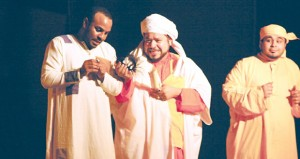 """اليوم فرقة الرستاق تعرض مسرحية """"زفت الطين"""""""