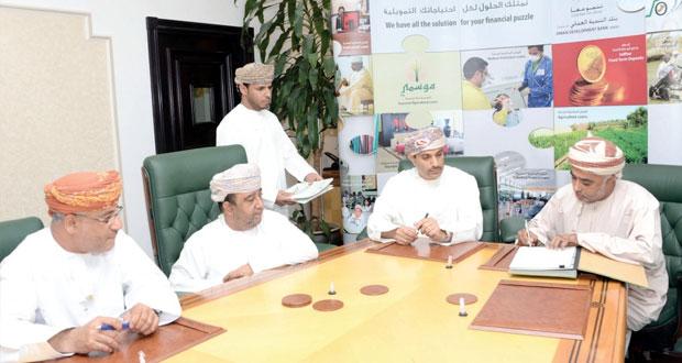 بنك التنمية العماني يوقع ثلاث اتفاقيات منح وقروض بقيمة 3.3 مليون ريال عماني