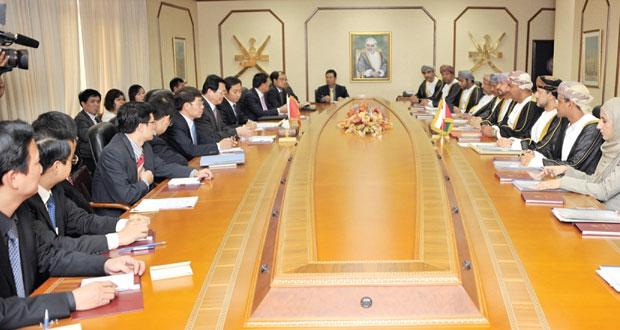 اللجنة العمانية الفيتنامية تناقش التعاون في المجالات الزراعية وسبل زيادة التبادل التجاري بين البلدين