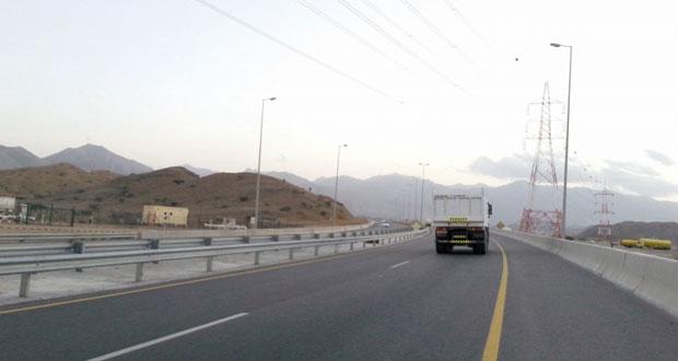 بلدية مسقط تفتتح المرحلة الثانية من مشروع ازدواجية طريق غلا ـ الأنصب بطول 2.5 كيلومتر أمام الحركة المرورية