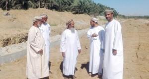 بدء الأعمال الانشائية في مشروع حائط الحماية بمنطقة الجيزة بجعلان بني بو علي