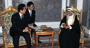 جلالته يستقبل شينزو آبي ويمنحه وسام عمان المدني من الدرجة الثانية