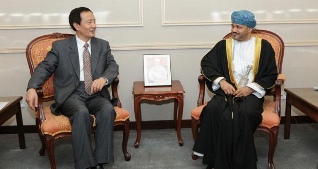 البكري و بدر بن حمد يستقبلان امين عام لجنة الحزب الشيوعي الصيني