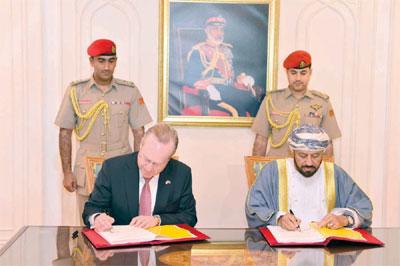 بدر بن سعود يوقع اتفاقية شراء منظومة الدفاع الجوي