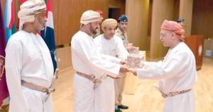 بدر بن سعود يكرم اللجان والمشاركين في مشروع إنشاء الكلية العسكرية التقنية