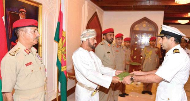 بدر بن سعود يكرم لجنة إنشاء كلية الدفاع الوطني
