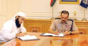 الشريقي يوقع على اتفاقيتين لإنشاء مبنيين جديدين لمركزي شرطة قريات والوطية