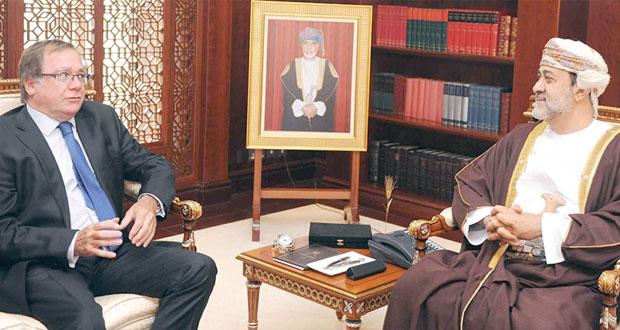 هيثم بن طارق ويوسف بن علوي يستقبلان وزير خارجية نيوزيلندا