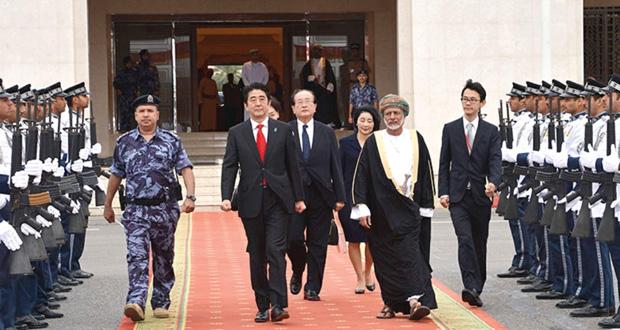 رئيس وزراء اليابان يغادر البلاد