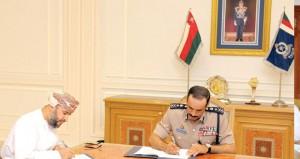 الشريقي يوقع اتفاقيتي إنشاء المبنى الجديد لمركز شرطة السويق ومبنى مركز شرطة أمن ميناء صحار