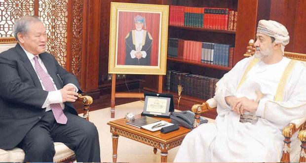 هيثم بن طارق والرمحي يستقبلان الوزير الثاني للشؤون الخارجية والتجارة في بروناي دار السلام