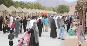 مهرجان مسقط ينطلق بحديقتي العامرات العامة والنسيم وسط جمهور غفير