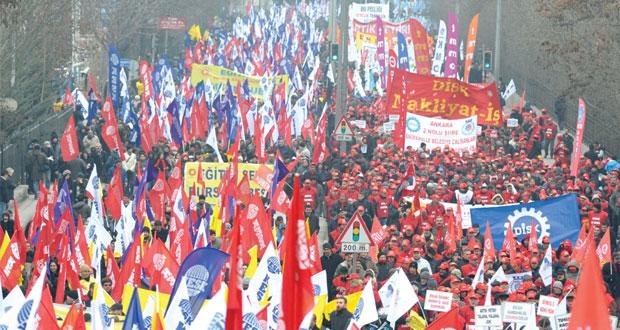 "تركيا : مظاهرات حاشدة ضد اردوغان و "" غولن "" تستنكر اتهامات حكومته"