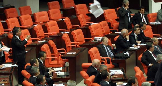 تركيا: تسريح المئات من عناصر الشرطة على خلفية فضيحة الـ(الفساد)