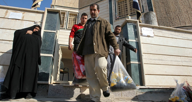 العراق: تفجير انتحاري يخلف عشرات القتلى..ومعارك عنيفة في (الانبار)