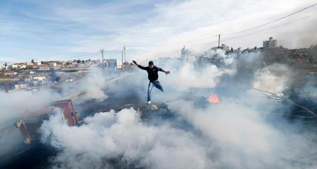 إصابة 10 فلسطينيين في مواجهات عنيفة مع الجيش الإسرائيلي بالضفة