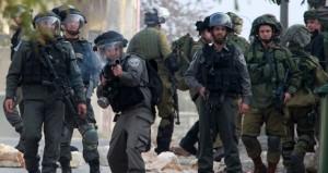 قوات الاحتلال تقمع مسيرة المعصرة وتصيب شابا فلسطينيا بالرصاص في أخرى بنعلين