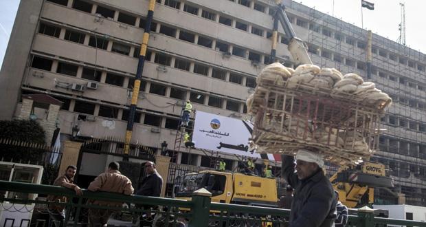 مصر: قتلى وجرحى بعنف متفرق.. وسحب البعثة الدبلوماسية من ليبيا لأسباب أمنية