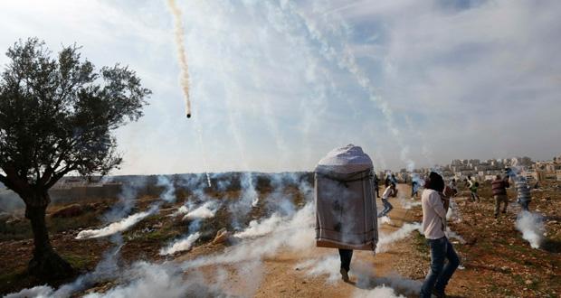الاحتلال يقمع مسيرات مناهضة للجدار والاستيطان