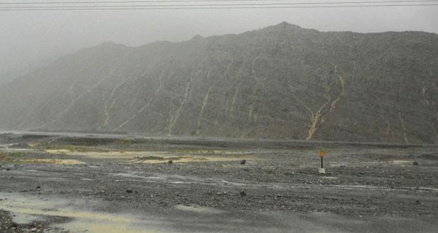 هطول أمطار متفرقة على عدد من ولايات محافظات السلطنة