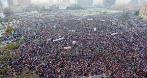 المصريون يحتفلون بـ(25 يناير) .. وينتظرون كلمة الرئيس اليوم