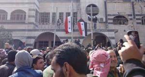 السوريون ينجزون مصالحة بريف دمشق والجيش يتقدم بحلب وحماة