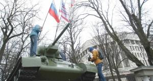 أوكرانيا: ياتسينيوك رئيسا للوزراء وبرلمان القرم يقيل الحكومة المحلية