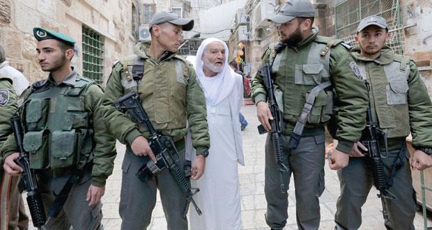 الاحتلال يقتحم الأقصى ويصيب ويعتقل العشرات .. واستنفار فلسطيني