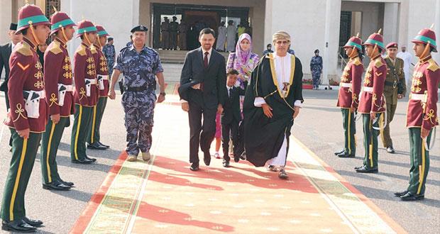 ولي عهد بروناي دار السلام يغادر السلطنة