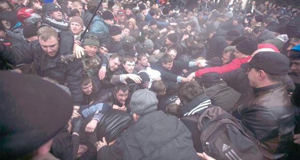 أوكرانيا: صدامات (مع وضد) في مناطق الحكم الذاتي..والجيش الروسي يتأهب على الحدود
