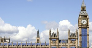 بريطانيا الغائمة في طريقها لتصبح السوق الأكثر سخونة للطاقة الشمسية في أوروبا