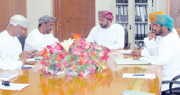"""""""القوى العاملة"""" تناقش مجالات التوظيف بالطيران العماني في محافظة ظفار"""