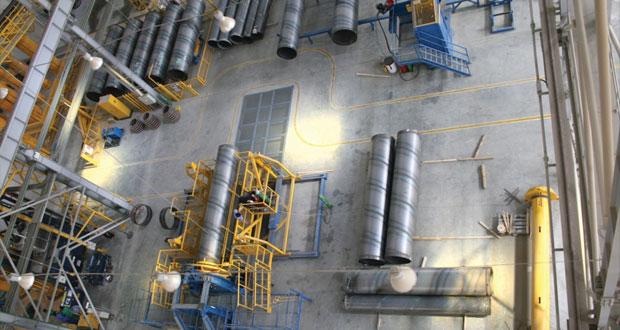 وزير التجارة والصناعة يطلع على سير العمل في مصنع اميانتيت للمنتجات الخرسانية