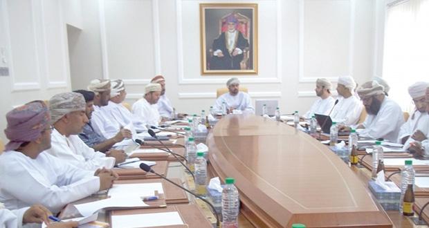 خلال لقاء المحافظ بعدد من المسؤولين في قطاع الاتصالات مناقشة تطوير قطاع الاتصالات بمحافظة الوسطى