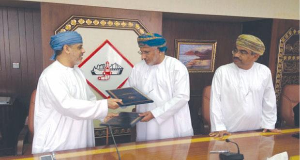 توقيع اتفاقية تشييد عدد من المرافق التشغيلية والخدمية بميناء خصب