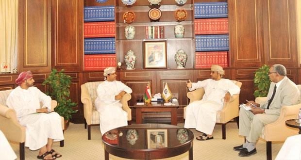 غرفة تجارة وصناعة عمان واتحاد العمال: الحوار هو الوسيلة الوحيدة لحل القضايا المطروحة بين أصحاب العمل والعمال
