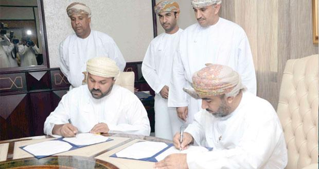 """""""النقل والاتصالات"""" توقع على ثلاث اتفاقيات في مجال """"سكة الحديد"""" بتكلفة تقترب من 14 مليون ريال عماني"""