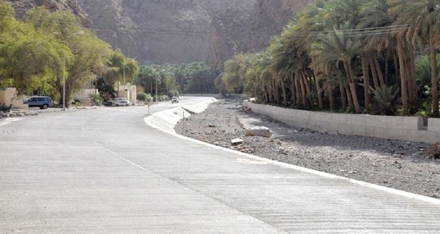 انتهاء العمل بمشروع طريق وادي بني عوف بولاية الرستاق المرحلة الرابعة ـ الجزء الأول