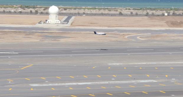 نجاح الاختبارات الأرضية لأجهزة الهبوط الآلي للطائرات في المدرج الجديد بمطار مسقط الدولي