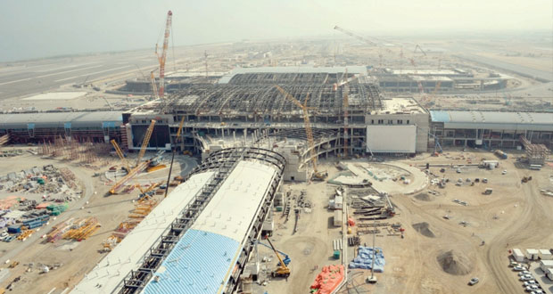 وزير النقل والاتصالات يزور مبنى مطار مسقط الجديد
