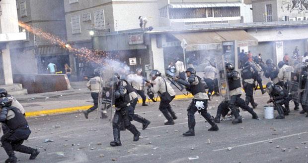 فنزويلا: قتلى وجرحى في تفريق تظاهرة لأنصار السلطة والمعارضة.. وقلق أميركي