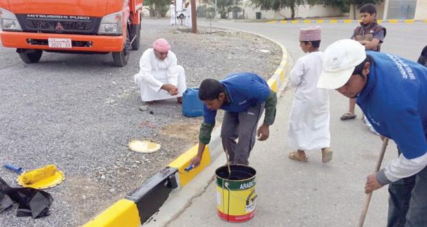 المسئولون والأهالي يعبرون عن سعادتهم ويؤكدون على أهمية المسابقة في تشجيع العمل التطوعي وغرس ثقافة المحافظة على نظافة البيئة