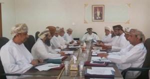 لجنة شؤون البلدية بنـزوى تناقش عددا من المشاريع