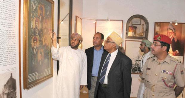 مبعوث رئيس القمر يزور متحف قوات السلطان المسلحــــــة