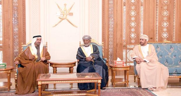 رئيس البرلمان العربي يصل السلطنة