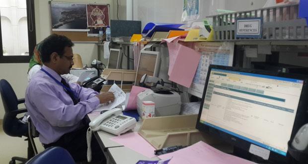 مستشفى جامعة السلطان قابوس يسعى لإعادة هندسة نافذة الدواء ومكان الانتظار وتفعيل الأنظمة الرقمية والإلكترونية